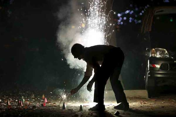 No Outright Ban on Firecrackers, Only Green Crackers will be Sold: SC